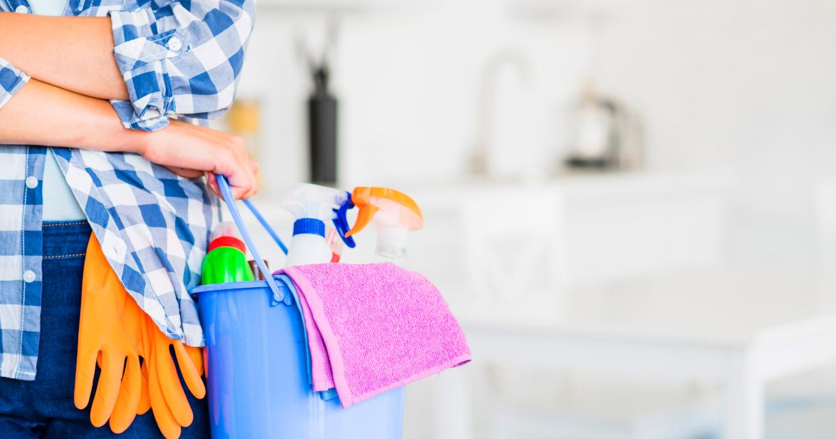 Donna ossessionata per le pulizie